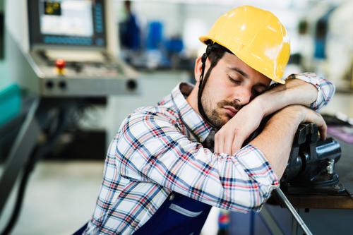 Banner trabalhador dormindo nas suas horas extras